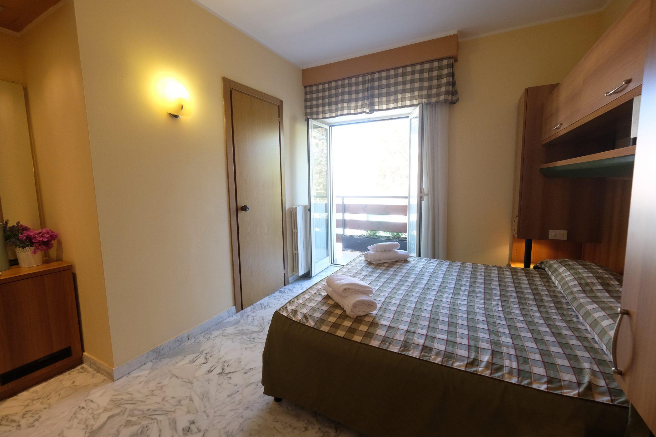 Camera matrimoniale albergo Pescofalcone